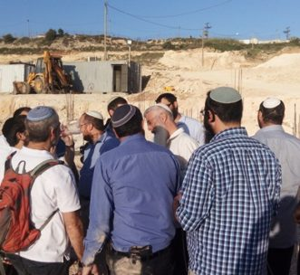 makor-chaim-staff-visit-construction-site